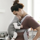 BabyBjorn marsupiu anatomic Mini Light Grey 3D Jersey 10